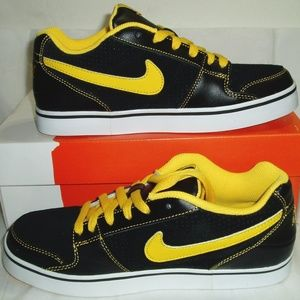 Youth Boys Nike Shoes Black Yellow